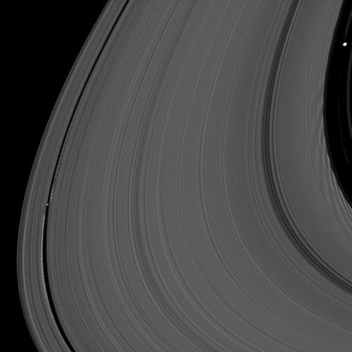 Ariaga 2 Les petites lunes Daphnis et Pan.jpg