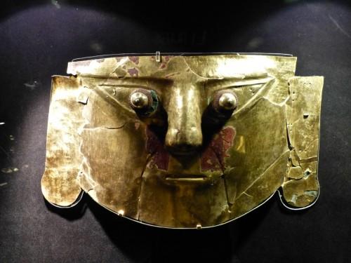 11 masque mortuaire pré-inca.jpeg