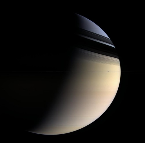 Ariaga 1 Saturne vu dans le plan des anneaux.jpg