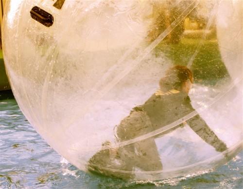 jeune fille dans la bulle.jpg